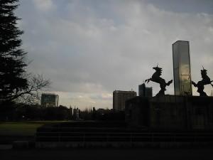 絵画館前の馬