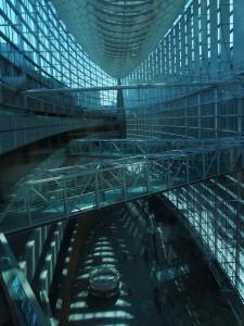 内部の曲線と直線の組み合わせの空間性が素晴らしい