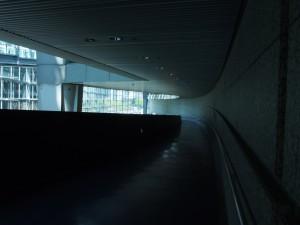 回廊の下層。空間が良い