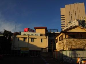 建物の感じや周りのビルから印象的な光景