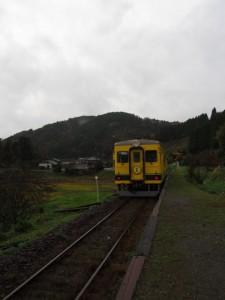 東総元 列車を見送る