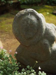 境内の癒しの石(笑)