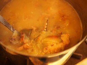 混濁していい匂いを放つスープ