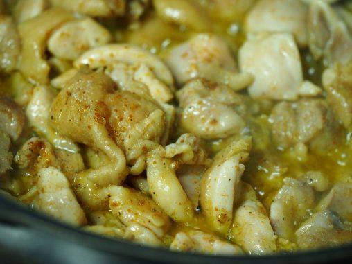 鶏肉は炒める