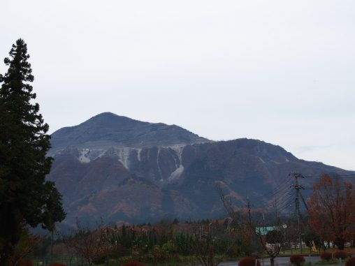 ピラミッドならぬ武甲山