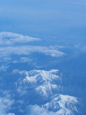 雪が積もった山