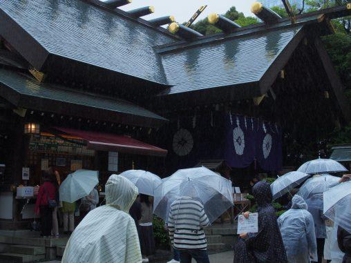 混雑している東京大神宮
