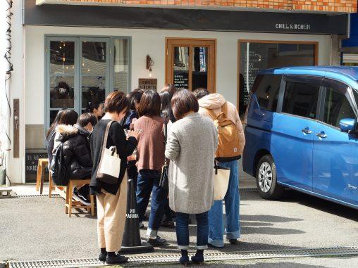 行列するカフェ