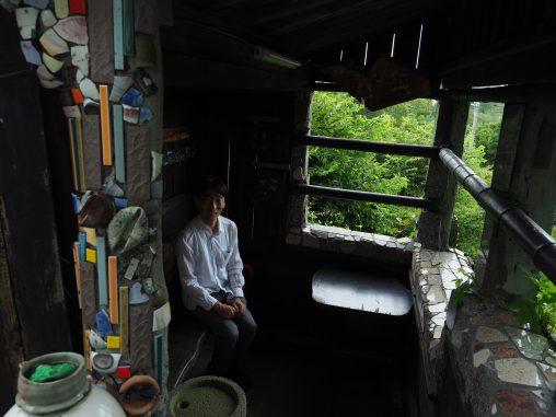 竹やぶ敷地内の見張り小屋