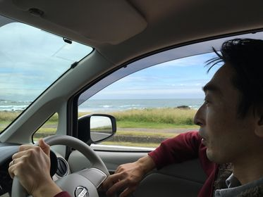 海を運転中