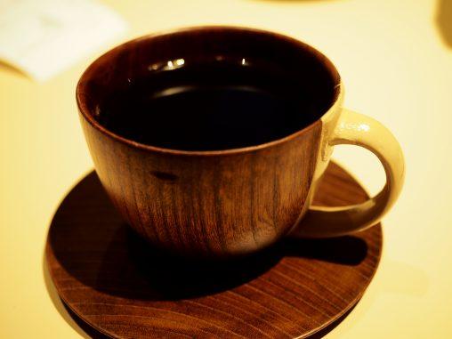 木のカップのぬくもり