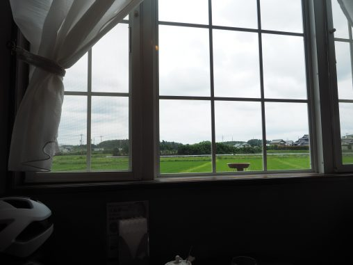 田園風景の喫茶店