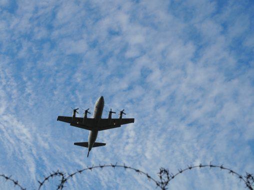飛行機とても近い