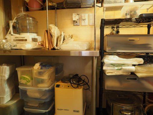 バックヤード 菓子の作業スペース